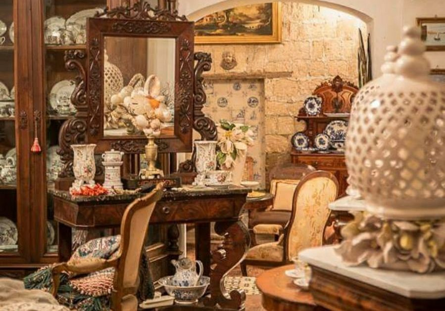 antika mobilya alanlar antika mobilya alan yerler antika mobilyacılar antika mobilya alım satım gpmalak cila antika gomalak antika alanla dükkanlar
